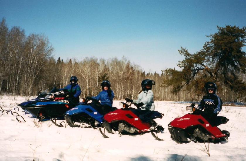snowmobiling-with-family